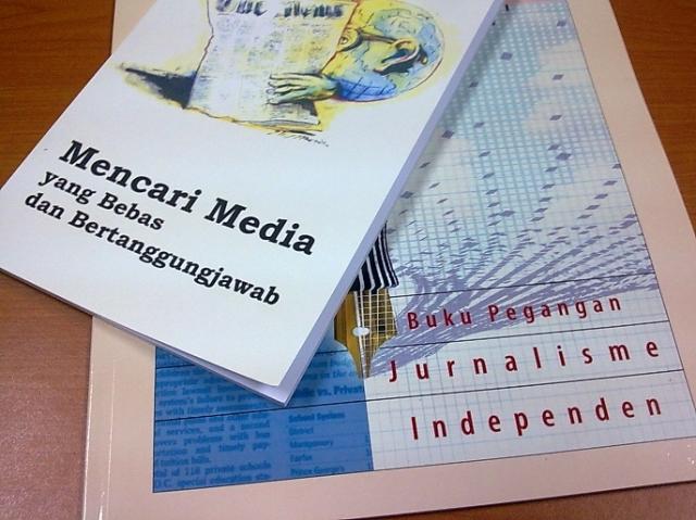 """Mencari Media yang Bebas dan Bertanggungjawab"" && ""Buku Pegangan Jurnalisme Independen"";"